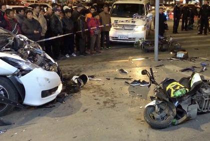 沈阳通报越野车致1死6伤事故:司机被女友用围巾勒住颈部