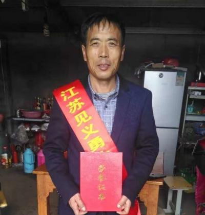 """江苏表彰新一届""""见义勇为新市民""""  我市住宝堰外来人员陆雪峰榜上有名"""