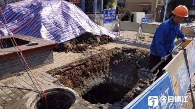 恒顺实小门口污水漫溢半个月 维修已经开始,预计一周内完成