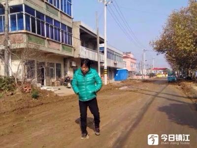 原本10月31日完工的农村公路 现在还未完工 当地百姓出行及其不便