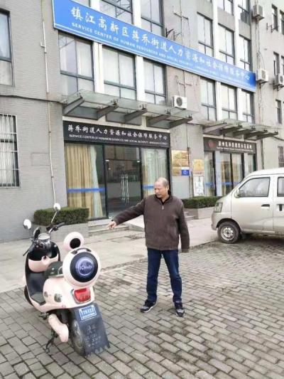 一善念照顾受伤的亲人一恶念盗窃电瓶车,湖北男子在镇江上演他的双面人生