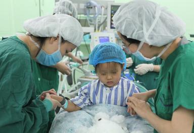 3岁小女孩竟然得了乳腺癌 专家团队及时诊治已痊愈出院