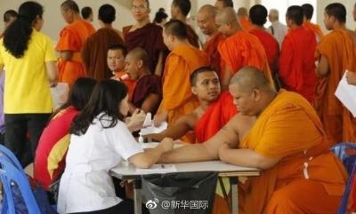 """""""吃斋念佛""""也长胖?真的!泰国僧人肥胖率近一半"""