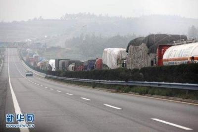 江苏高速路网总体运行平稳 南京常州镇江部分高速路段因下雪实行限速管制