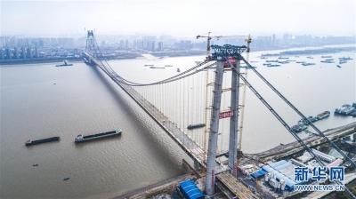 世界最大跨度双层公路悬索桥合龙
