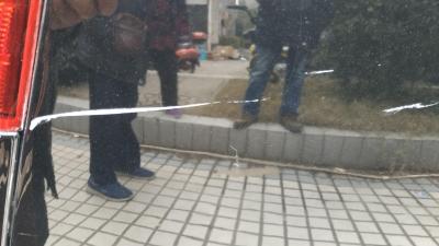 京岘山庄业主车库停车被划多处  物业该不该担责?