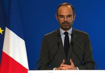 法国总理称放弃上调燃油税,此前曾爆发十多年来最严重骚乱