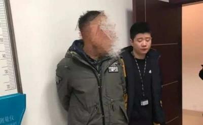 """20年后拦路扇老师耳光"""",男子今日被抓"""