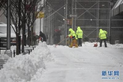 美国中西部暴风雪导致机场公路封闭