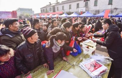 """镇江举行文化科技卫生""""三下乡""""集中服务活动"""