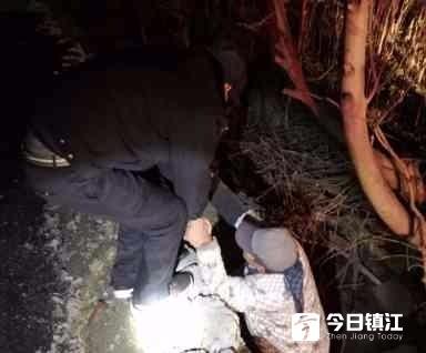 扬中一老人冬夜失踪落水 民警苦寻将其救起