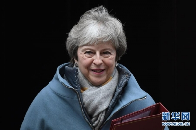 """英国首相说将继续与欧盟就""""脱欧""""协议进行谈判"""