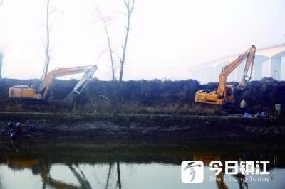 扬中法院依法拆除江滩违建 整治长江生态环境