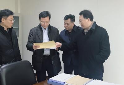 """镇江市推进""""法治护航民营企业""""   30名专业律师团队当后盾"""
