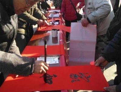 新春走基层 | 宝堰农民书法家街头派春联