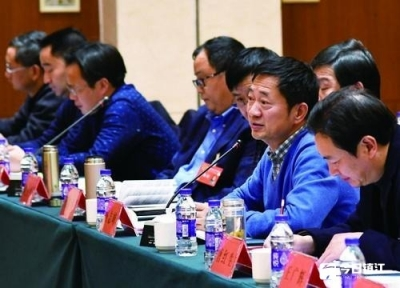 镇江市人大代表分组审议讨论《政府工作报告》