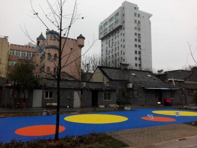 美了美了!中营街初展新貌    老旧小区新添休闲广场