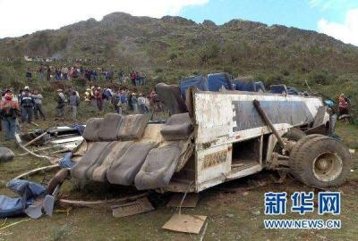 秘鲁重大交通事故致14死35伤