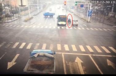 视频 | 京口交警发布2019年首个电动车全责事故认定