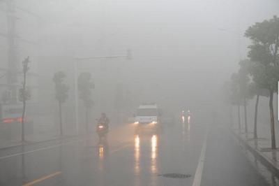 受雾霾天气影响,江苏部分高速公路实行特级交通管制措施
