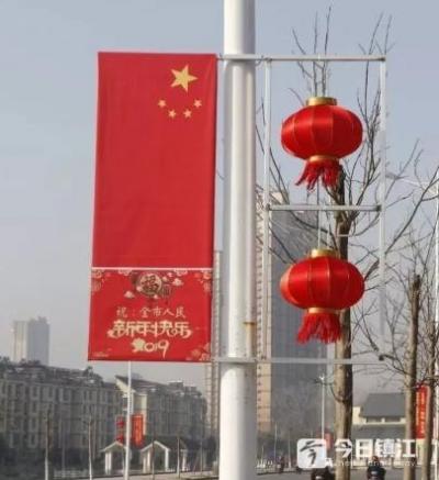 大红灯笼增年味 扮靓容城迎新春