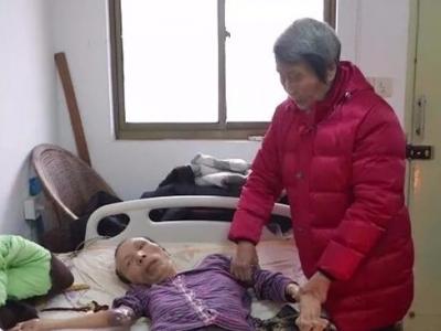 【暖新闻】47年不离不弃!丹阳84岁的老母亲照顾瘫痪儿子诠释如山母爱