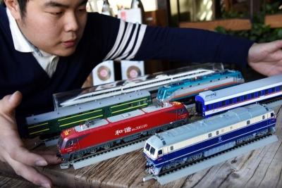 青岛小伙是个火车迷:藏品里的铁路变迁