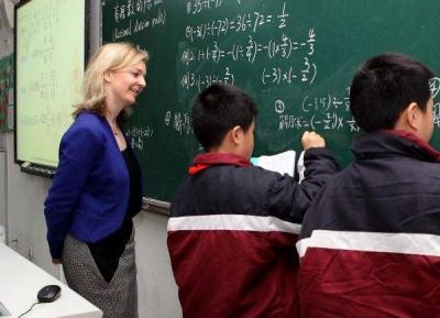 """老师下班还被家长""""骚扰""""?英国教育大臣:可不理会"""