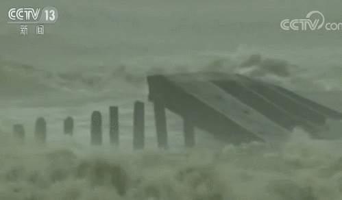 """台风""""帕布""""席卷泰国万名游客受影响 大量中国人滞留"""