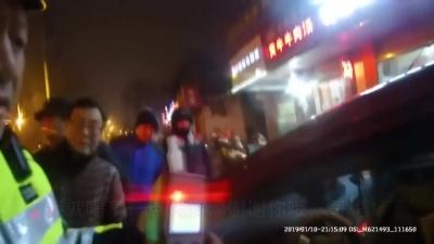 """视频   镇江一女子酒驾被查现场竟""""谢谢警察哥哥"""""""