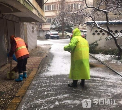 """为""""雪""""绸缪 镇江3000名环卫工上路保洁铲雪"""