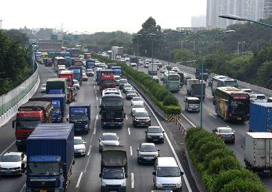 春节假期第二天交通总流量环比下降23.8%