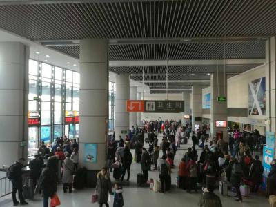 返乡客流迎来高峰  镇江客运日发送旅客2万人次