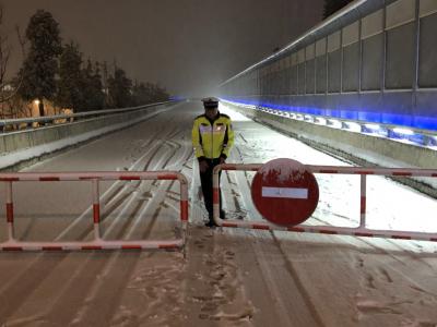 大雪致丁卯高架全线,观音山隧道实施道路交通封闭管制