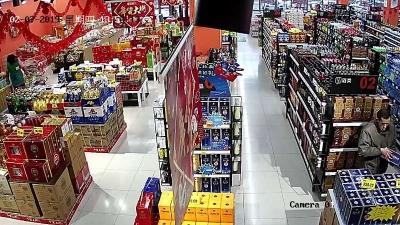 过年没钱喝酒  超市偷酒落网