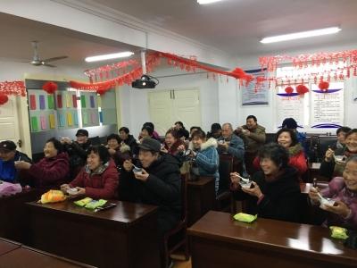 回族、蒙古族、土家族、苗族 各族居民是一家,大家一起闹元宵