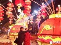 五光十色灯会展示丹阳辉煌历史变迁