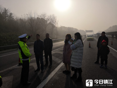@镇江车主:因大雾天气 镇江段高速路口 均已封闭