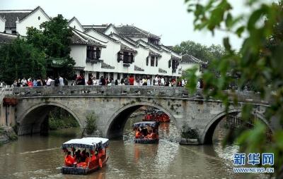 """春节旅游市场呈现""""温差""""现象 度假休闲游""""升温"""" 服务供给需""""加热"""""""