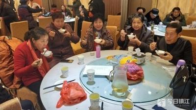 镇江这个社区连续15年邀请居民共迎元宵节 今年队伍还壮大了