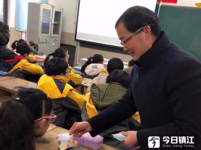"""镇江中小学""""开学第一课""""愈加丰富多彩"""