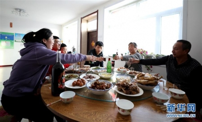 """南京财经大学调查显示:""""在家吃年夜饭""""依旧受推崇"""