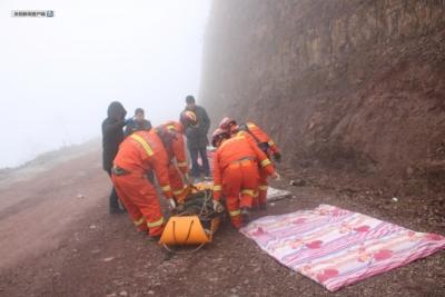 桂林:大雾天越野车不慎坠入百米山崖致三死一伤