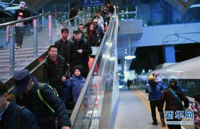 极端天气阻挡不了返程步履——我国中东部地区多措并举保障旅客温暖返程