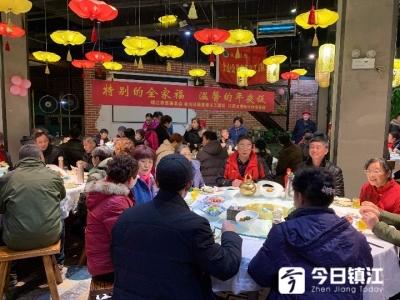 【暖心闻】金山公益志愿者第五年陪失独老人除夕夜吃年夜饭