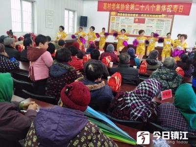 葛村举办第28个集体祝寿会 28名老人共享温馨祝福