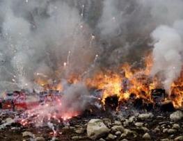 印度北方邦发生烟花爆炸致建筑物倒塌 至少11人死亡