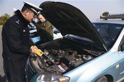 镇江交警支队车管所对市区1061辆出租车进行安全综合性能检验
