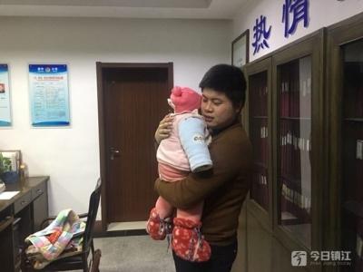 扬中新坝一男婴被弃马路边