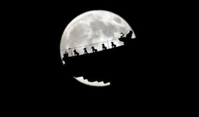 """元宵节巧遇""""超级月亮"""" 下一次再等九年"""